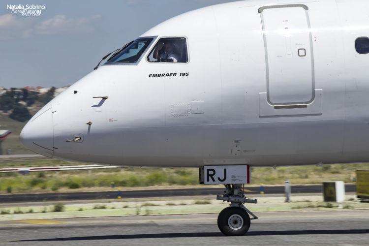 Piloto saludando